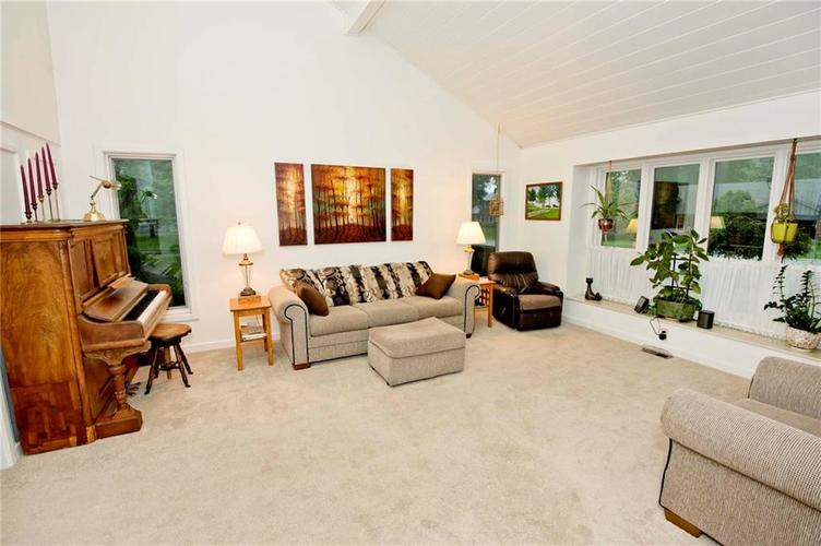 10803 Lakeview Drive Carmel, IN 46033 | MLS 21646326 | photo 3