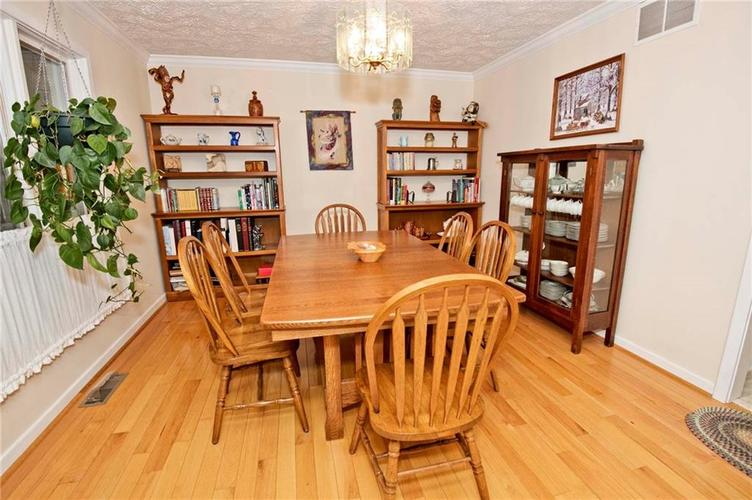 10803 Lakeview Drive Carmel, IN 46033 | MLS 21646326 | photo 4