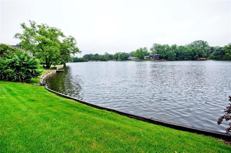 10803 Lakeview Drive Carmel, IN 46033 | MLS 21646326 | photo 5