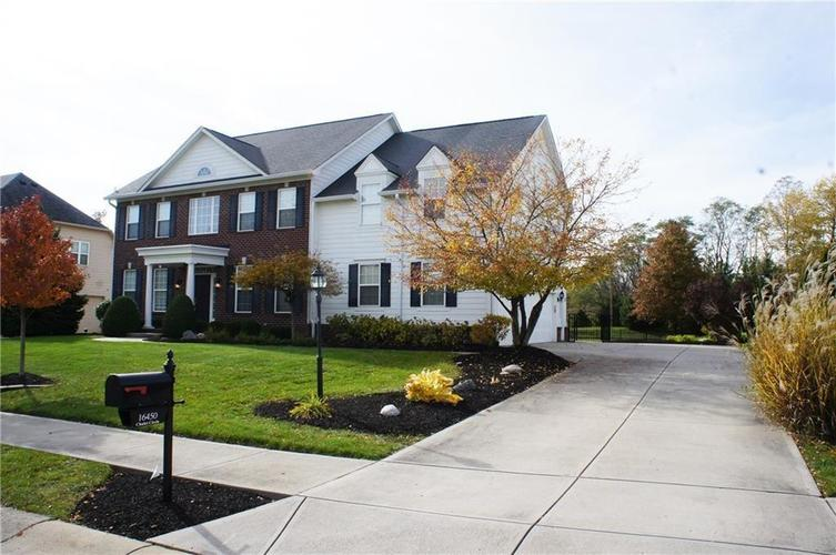 16450 Chalet Circle Westfield, IN 46074 | MLS 21646532 | photo 2