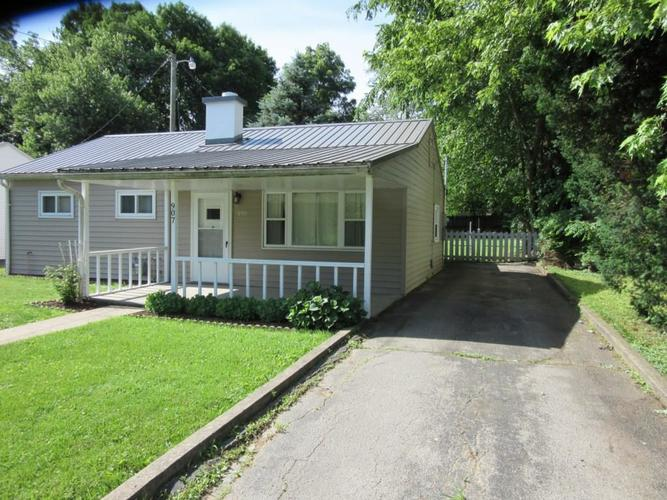 907 Southgate Drive Crawfordsville, IN 47933 | MLS 21646535 | photo 2