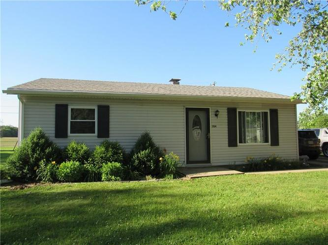 204 North Drive New Market, IN 47965 | MLS 21646559 | photo 1