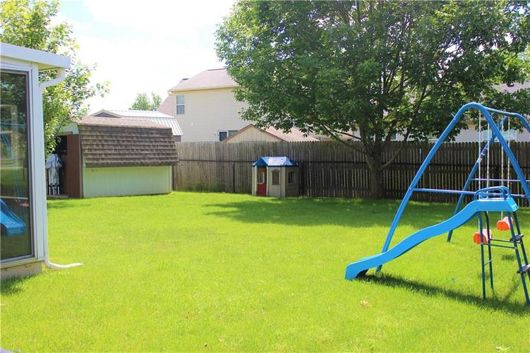 5540 Foxtail Court Indianapolis, IN 46221 | MLS 21646639 | photo 4