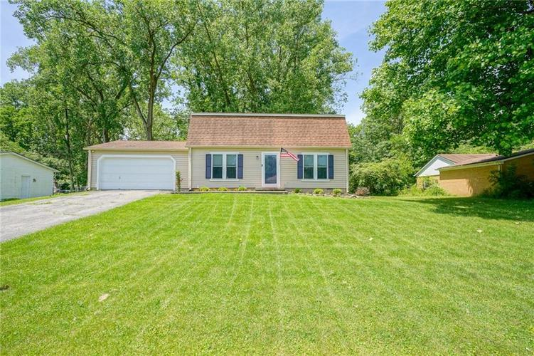 7034 Woodside Drive Indianapolis, IN 46260 | MLS 21646807 | photo 2