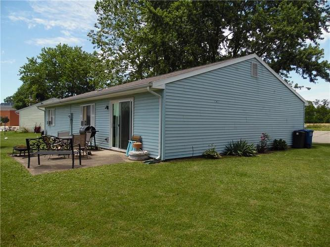 802 Anderson Street Shelbyville, IN 46176 | MLS 21646952 | photo 3