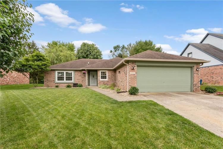 8528 Spend A Buck Drive Indianapolis, IN 46217   MLS 21646963   photo 2
