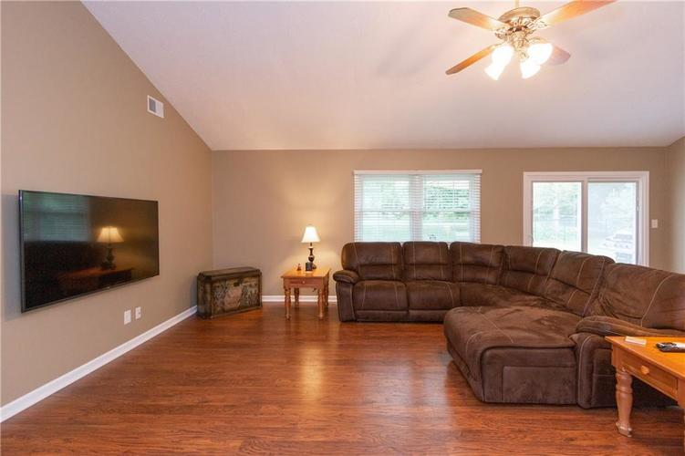 8528 Spend A Buck Drive Indianapolis, IN 46217   MLS 21646963   photo 5