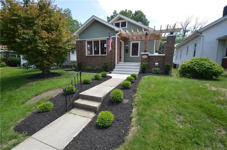 5119 E North Street Indianapolis, IN 46219 | MLS 21646996 | photo 2