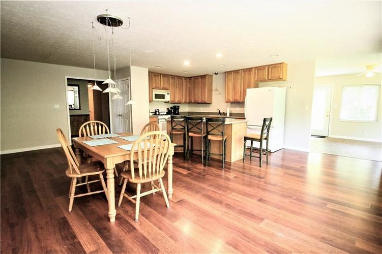 550 Nuthatch Drive Zionsville, IN 46077 | MLS 21647145 | photo 5