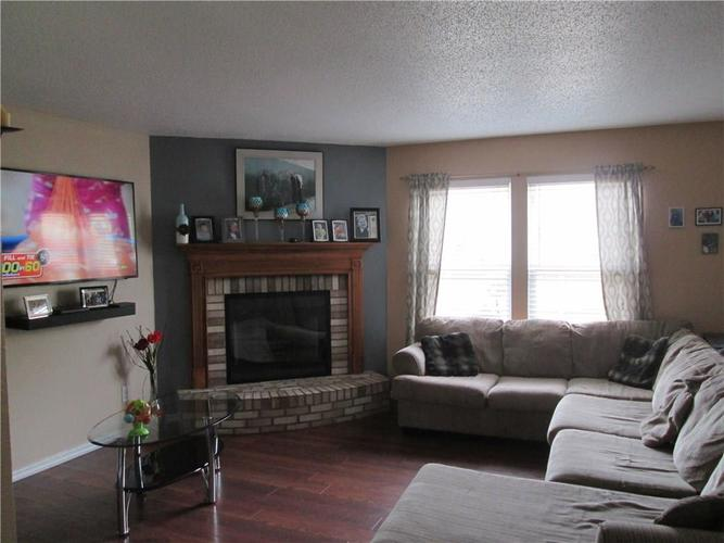 2928 YOUNGBERRY Court Indianapolis, IN 46217 | MLS 21647158 | photo 2