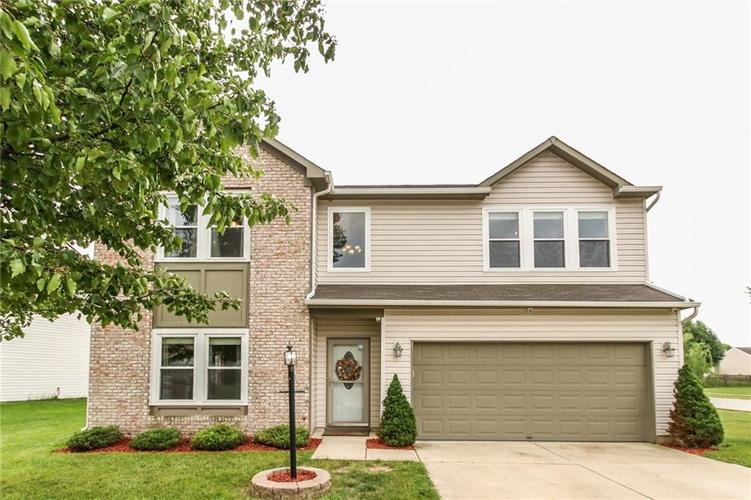 5472 Wood Hollow Drive Indianapolis IN 46239 | MLS 21647193 | photo 1