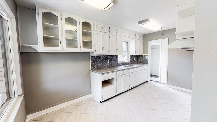 4126 E Pleasant Run Parkway North Drive Indianapolis, IN 46201 | MLS 21647601 | photo 14