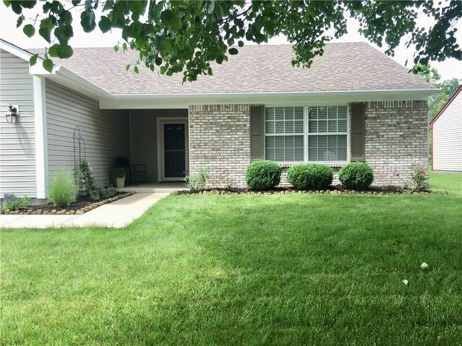 8002 SUGAR BERRY Court Indianapolis, IN 46236 | MLS 21647741 | photo 3