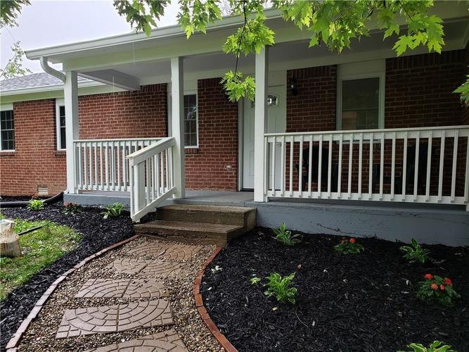 8212 E 10th Street Indianapolis, IN 46219   MLS 21647762   photo 2