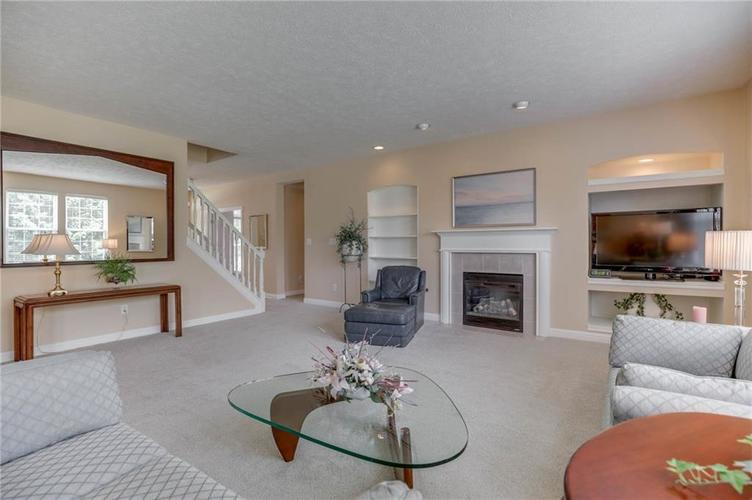10470 Meadow Lake Dr Fishers, IN 46038 | MLS 21647794 | photo 12