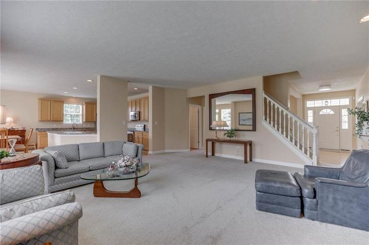 10470 Meadow Lake Dr Fishers, IN 46038 | MLS 21647794 | photo 15