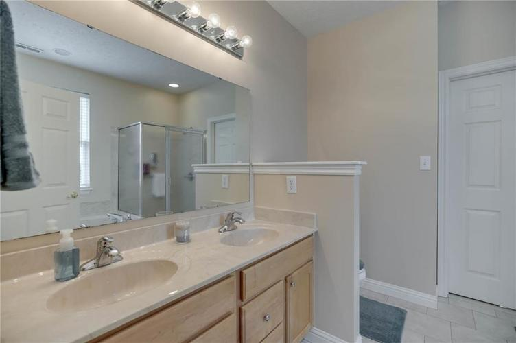 10470 Meadow Lake Dr Fishers, IN 46038 | MLS 21647794 | photo 28