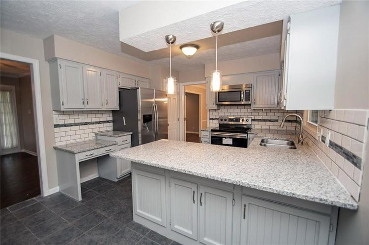 8539 Thornhill Drive Indianapolis, IN 46256 | MLS 21647917 | photo 15