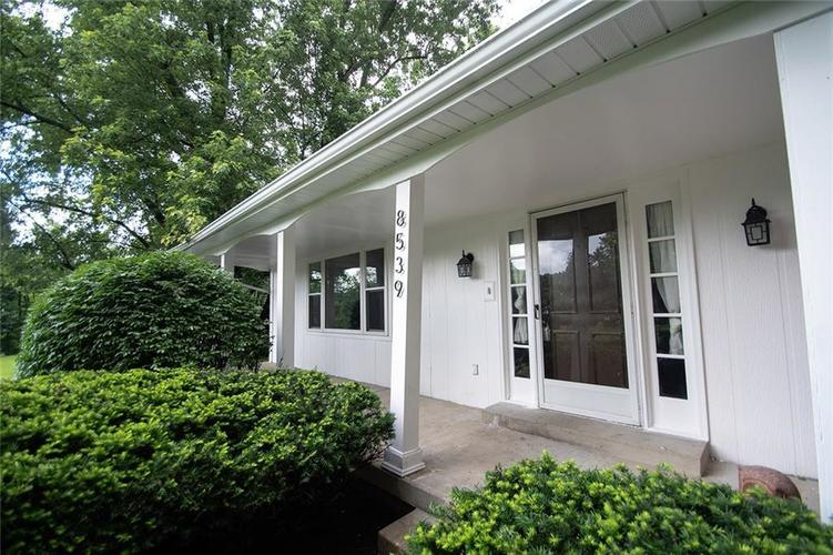 8539 Thornhill Drive Indianapolis, IN 46256 | MLS 21647917 | photo 2