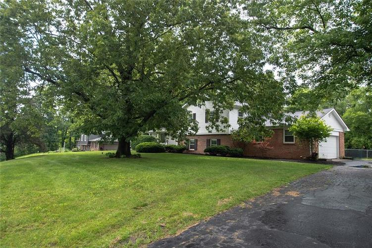 8539 Thornhill Drive Indianapolis, IN 46256 | MLS 21647917 | photo 3