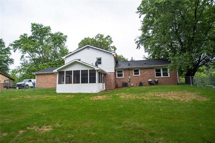 8539 Thornhill Drive Indianapolis, IN 46256 | MLS 21647917 | photo 4