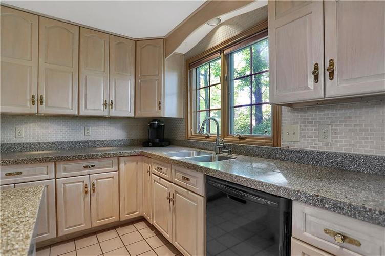 11971 Promontory Court Indianapolis, IN 46236 | MLS 21648024 | photo 11