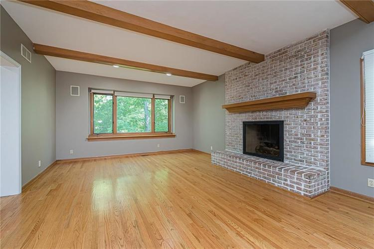 4638 HICKORY Court Zionsville, IN 46077 | MLS 21648271 | photo 15