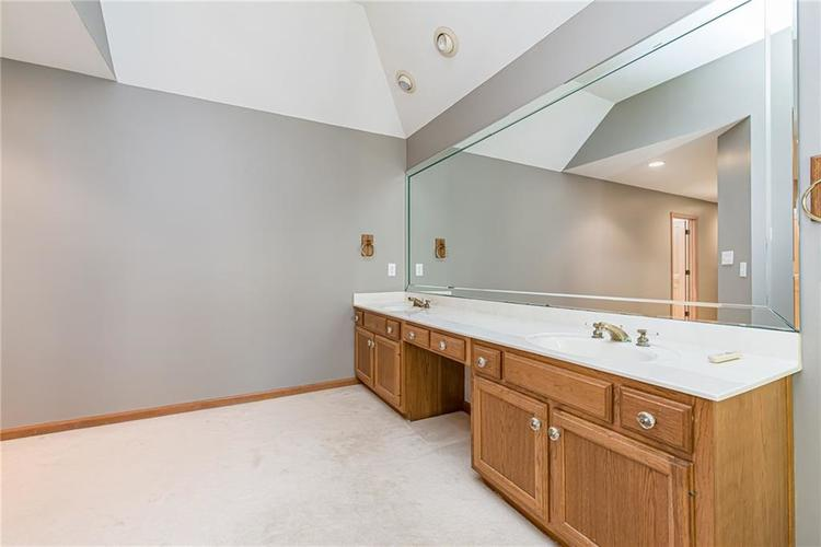4638 HICKORY Court Zionsville, IN 46077 | MLS 21648271 | photo 28