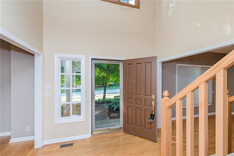 4638 HICKORY Court Zionsville, IN 46077 | MLS 21648271 | photo 3