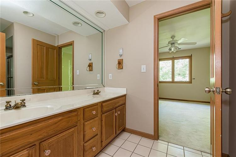 4638 HICKORY Court Zionsville, IN 46077 | MLS 21648271 | photo 36