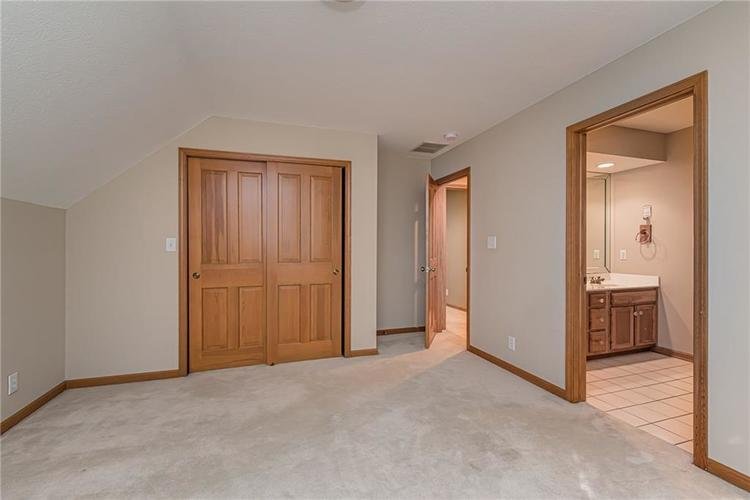 4638 HICKORY Court Zionsville, IN 46077 | MLS 21648271 | photo 38