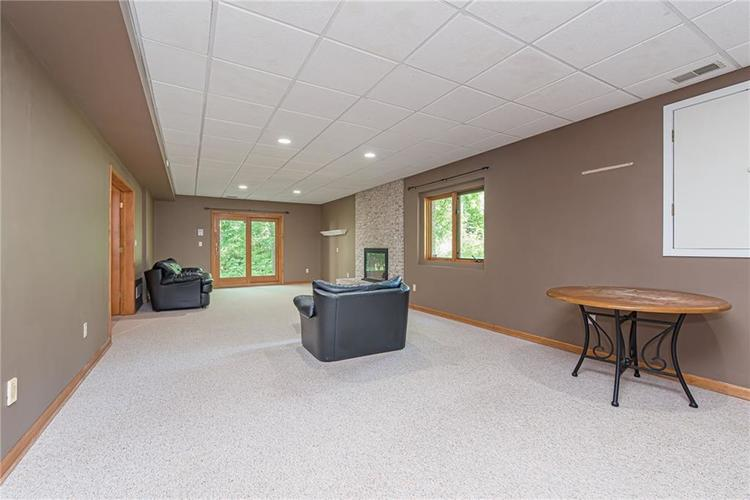 4638 HICKORY Court Zionsville, IN 46077 | MLS 21648271 | photo 39