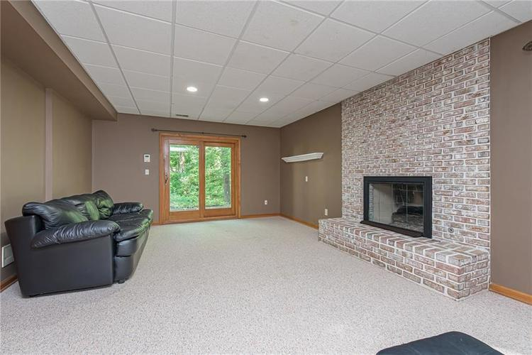 4638 HICKORY Court Zionsville, IN 46077 | MLS 21648271 | photo 40