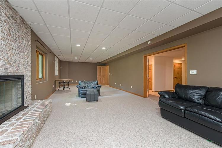 4638 HICKORY Court Zionsville, IN 46077 | MLS 21648271 | photo 41