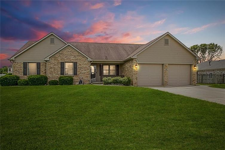 1039  Springway Drive Shelbyville, IN 46176 | MLS 21649597
