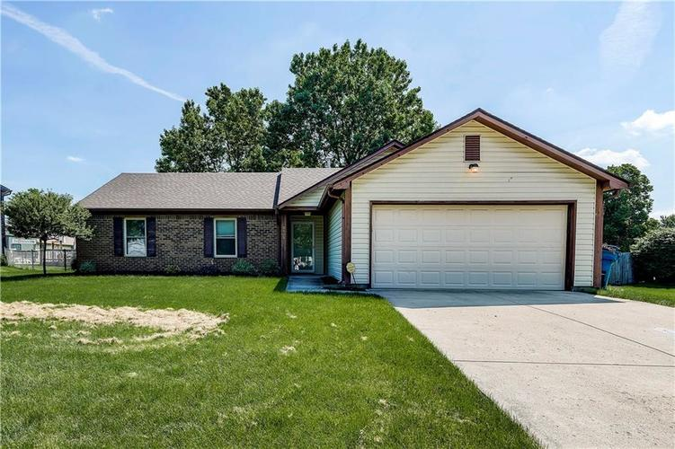 8403  Prairie Drive Indianapolis, IN 46256 | MLS 21649605