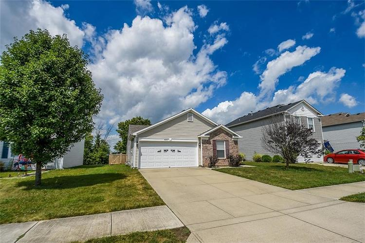 8357 S Firefly Drive Pendleton, IN 46064 | MLS 21649889 | photo 1