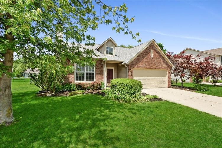 13830 Brightwater Drive Fishers, IN 46038 | MLS 21650163 | photo 2