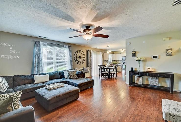 1653 Blackmore Drive Indianapolis, IN 46231 | MLS 21650168 | photo 3