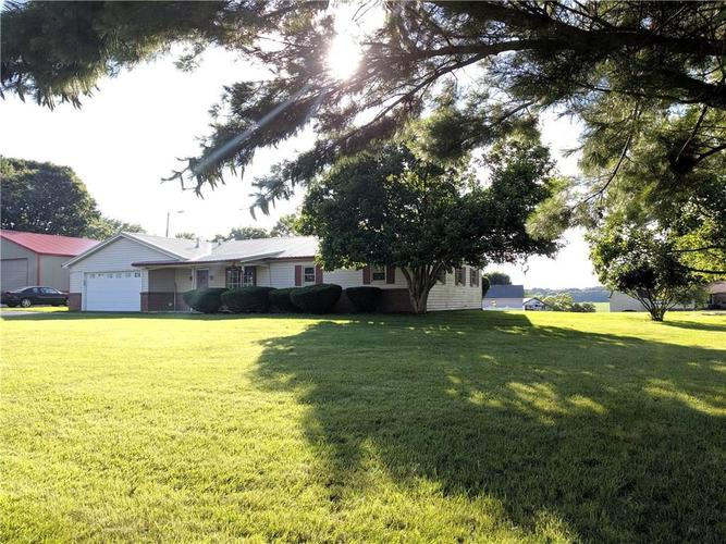 2087 S STATE ROAD 3 Rushville IN 46173 | MLS 21650177 | photo 1