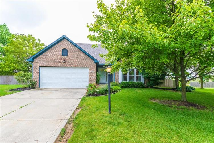 15047 HORSESHOE Drive Carmel, IN 46033 | MLS 21650337 | photo 1