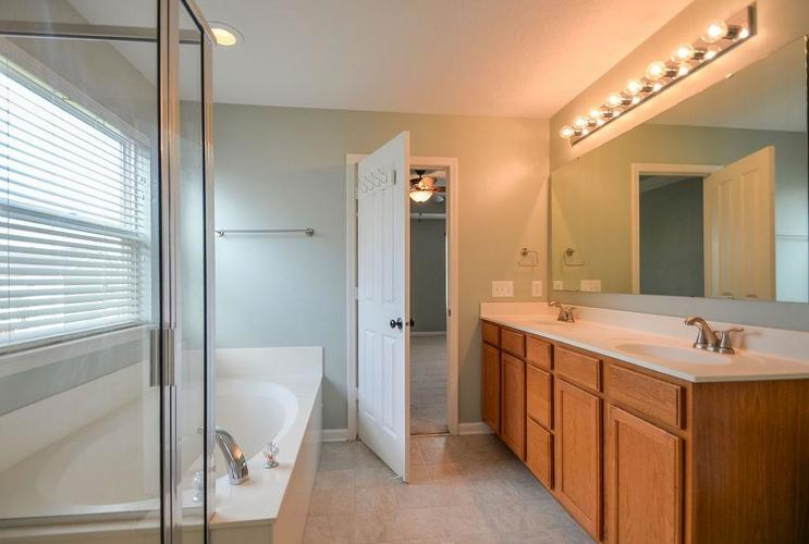 7822 WEDGETAIL Drive Zionsville, IN 46077   MLS 21650369   photo 25
