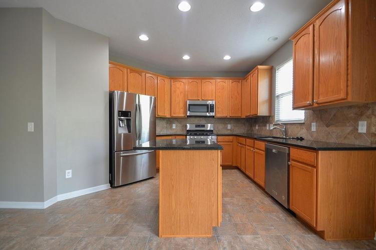 7822 WEDGETAIL Drive Zionsville, IN 46077   MLS 21650369   photo 7