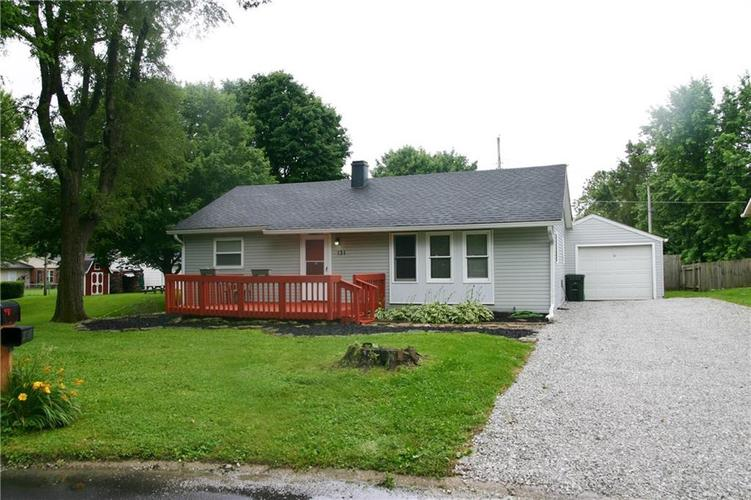 131 PLAZA Drive Greenfield, IN 46140 | MLS 21650392 | photo 1