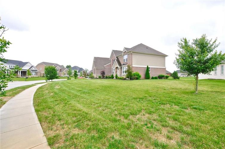 5788 Oakstrand Way Bargersville, IN 46106 | MLS 21650840 | photo 2