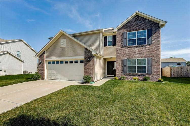 8310 Templederry Drive Brownsburg, IN 46112 | MLS 21651259 | photo 1