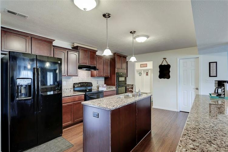 8310 Templederry Drive Brownsburg, IN 46112 | MLS 21651259 | photo 10