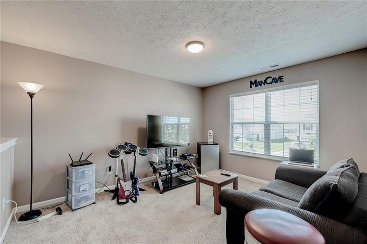 8310 Templederry Drive Brownsburg, IN 46112 | MLS 21651259 | photo 16