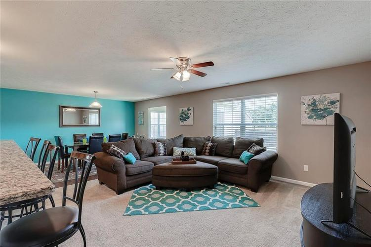 8310 Templederry Drive Brownsburg, IN 46112 | MLS 21651259 | photo 3