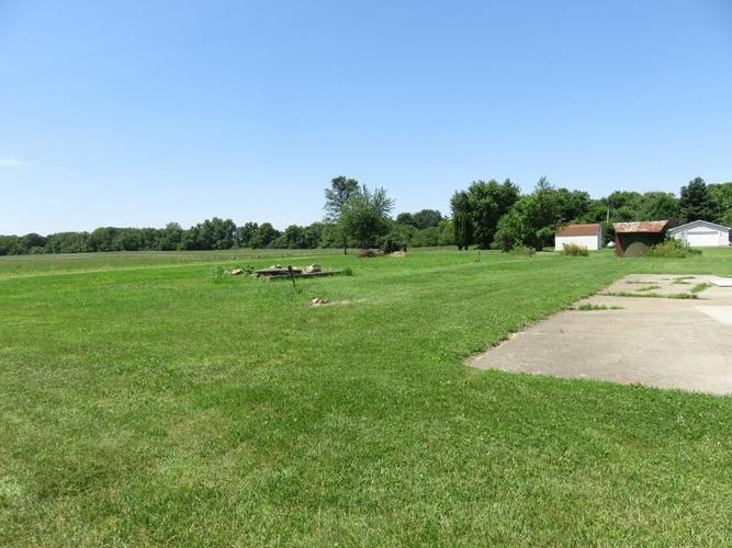 11753 S US Highway 35 Selma, IN 47383 | MLS 21651442 | photo 13